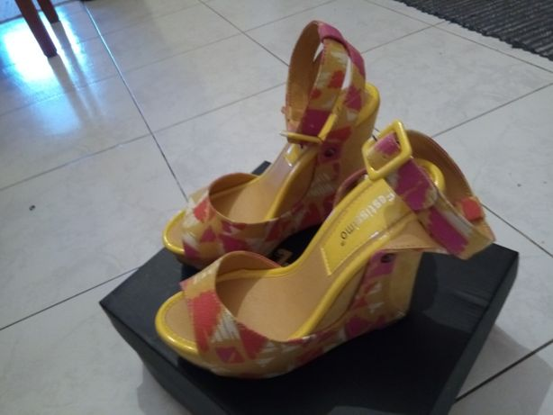 Vendo sandálias como novas