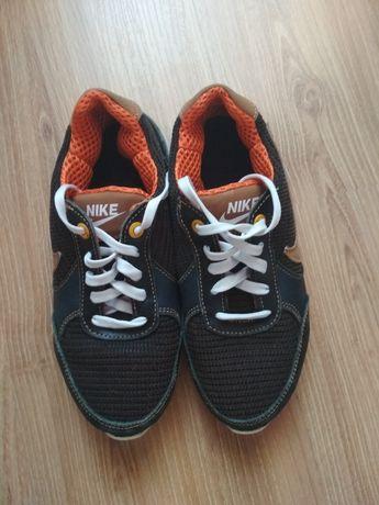 Кросівки для хлопчика. 33 розмір.