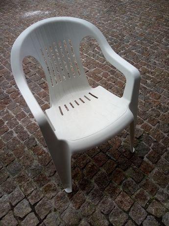 Cadeira de jardim.