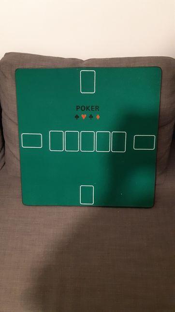 Mesa de jogos rígida com fichas