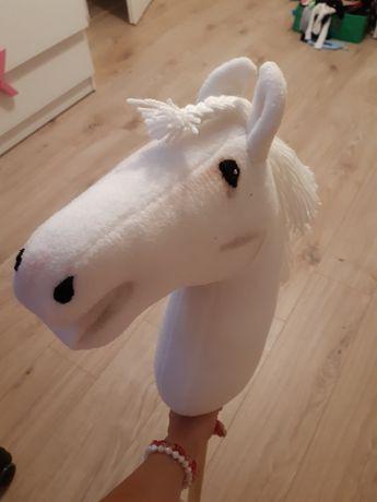 Hobby horse koń z kijem