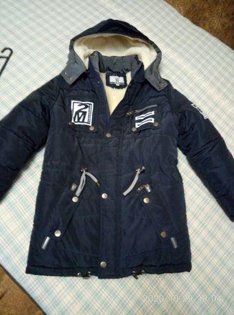 Продам теплую зимнюю куртку на мальчика 11-12 лет