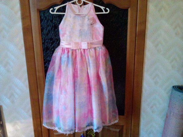 Платье нарядное на девочку 6-8 лет.