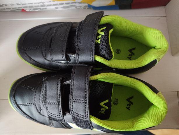 Buty dla chłopca r. 32 wf gumowa podeszwa do szkoły