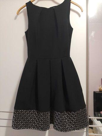 Elegancka czarna sukienka ze srebrnym wzorkiem