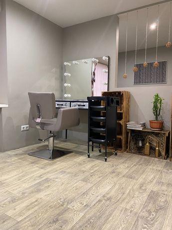 Рабочее место для мастера парикмахера