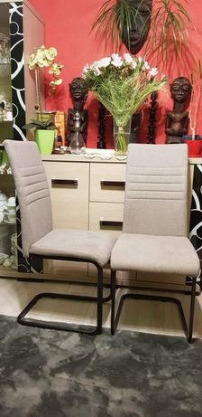 Krzesła prawie nowe