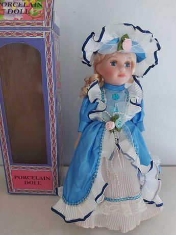 Кукла коллекционная фарфоровая в коробке на подставке