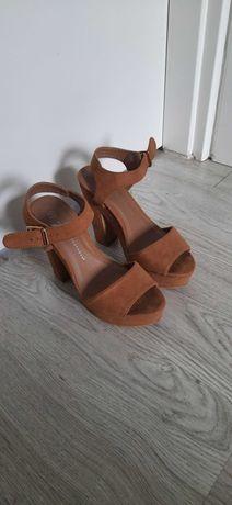 Sandálias camel tamanho 37
