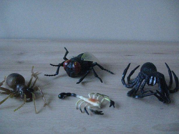 Figurki OWADÓW Mrówka, Pająk, Mucha i Skorpion