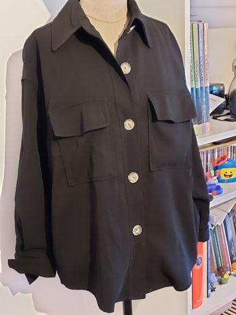 Camisa preta com bolsos
