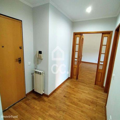 Apartamento T2 na Senhora da Hora  ( Caulinos ) com Garagem e Arrumo