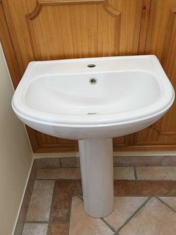 Lavatório de casa de banho em branco