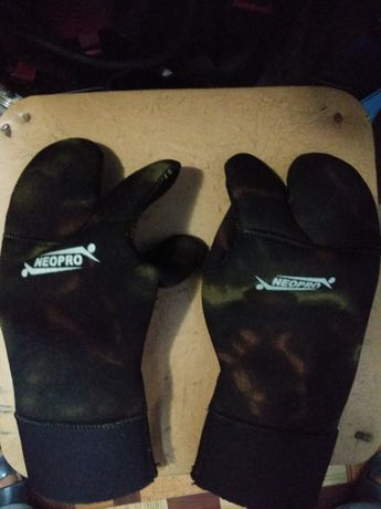 Перчатки неопреновые для подводной охоты.