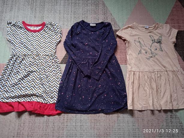 Zestaw ubrań dla dziewczynki 122 ,kurtka , getry,sukienki , bluza