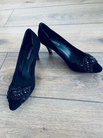 Замшевые эффектные  туфли
