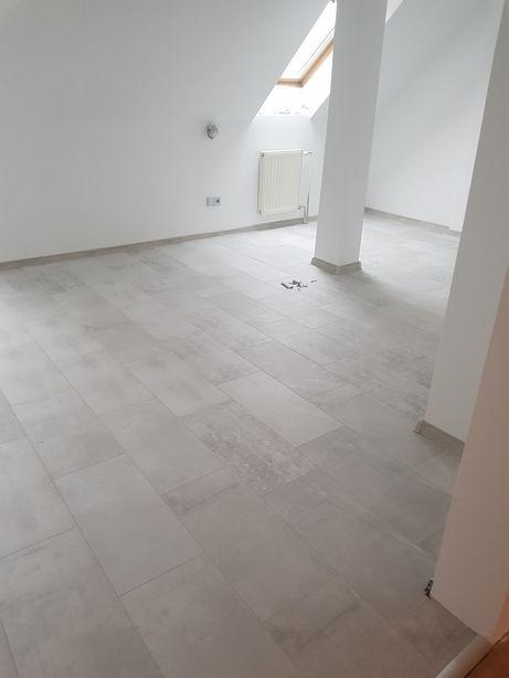 Montaż paneli podłogowych Układanie paneli
