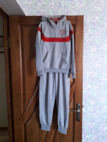 Спортивный костюм на мальчика 10-11 лет
