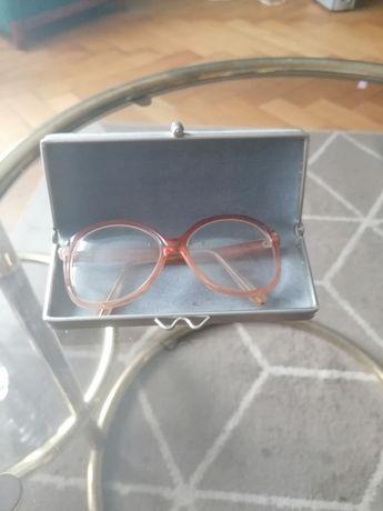 Stare okulary wraz z etui