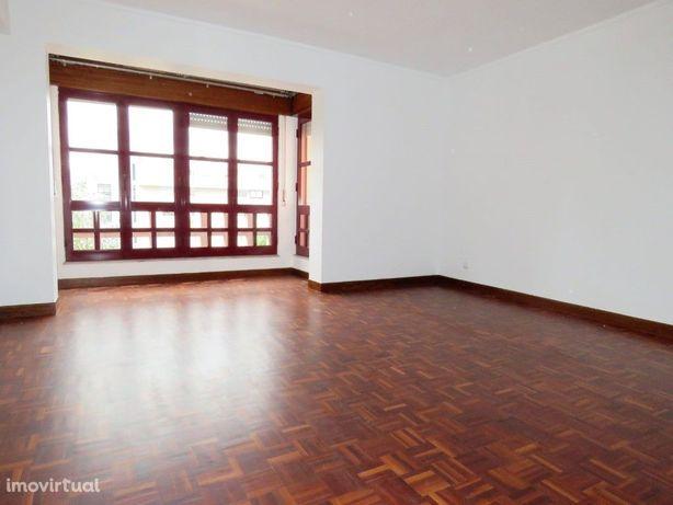 Apartamento T2 com Box - Telheiras Metro