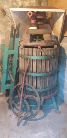Prensa de uvas + esmagadora para fazer vinho em bom estado