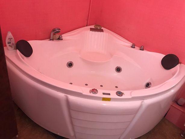 Продам гидромассажную ванну-джакузи