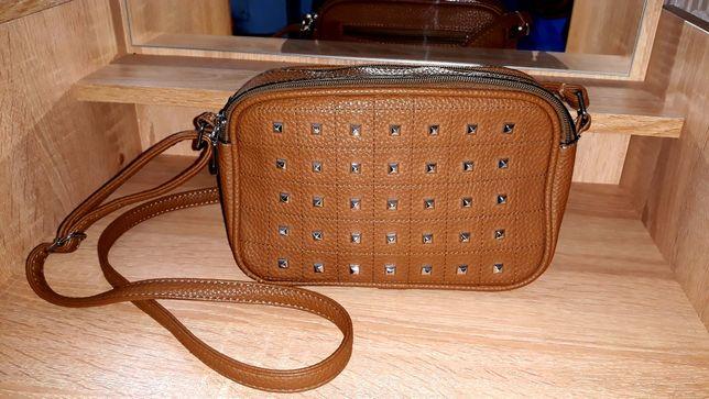 Продам женскую сумочку через плечо ( клач с ремешком )