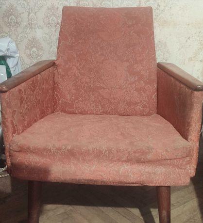 Советское старое кресло