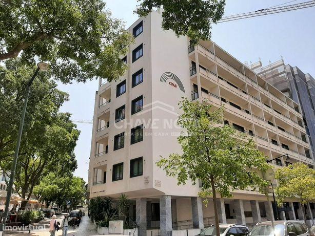 Apartamento T0 para Arrendamento, Situado na Av. Duque DÁvila, na f...