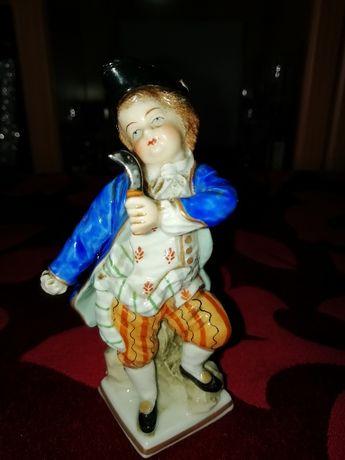 Pequena estatueta em porcelana alemã Sitzendorf