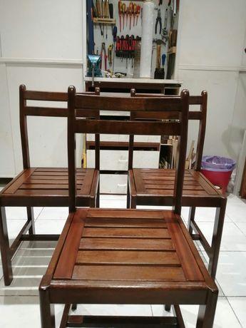 Conjunto Cadeiras de Madeira