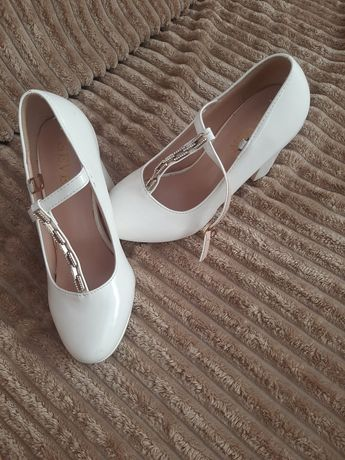 Весільні туфлі,стан ідеальний