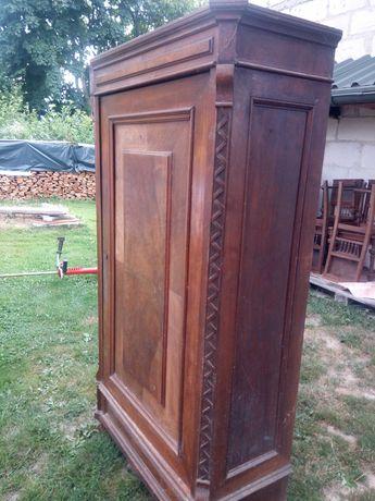 Stara drewniana szafa