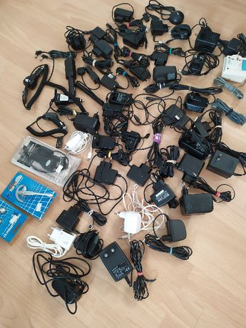 Ładowarki + kable USB+ słuchawki itp