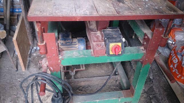 Piła stołowa z regulowanym blatem (KRAJZEGA)