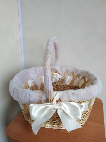 Корзинка плетеная ( свадебная) с украшениями на машину