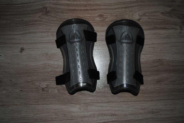 Komplet ochraniaczy adidas na kolana
