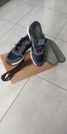 Buty sportowe nowe adidas wzór 904A