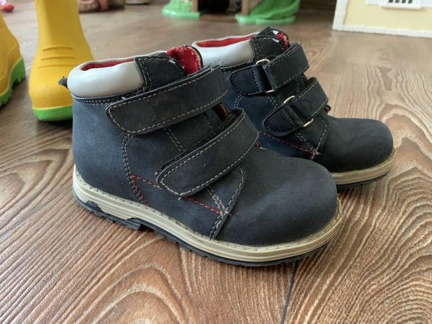 Ботинки демисезонные  26 размер или 16 см