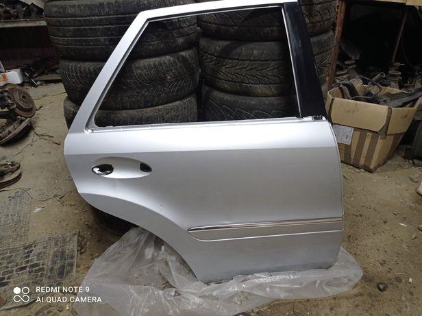 Двері Mercedes-Benz ML W164 A1647200105
