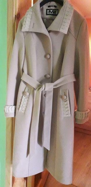 Женское пальто..