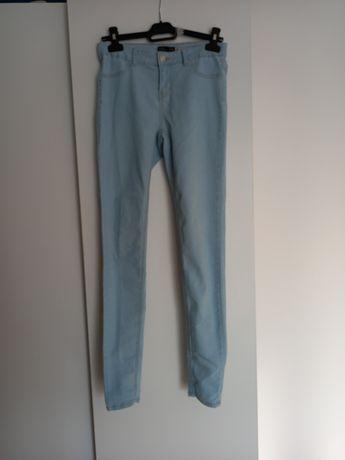 Błękitne jeansy s