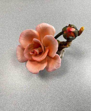 Vendo flor de porcelana Capo-di-Monte. Peça muito antiga.