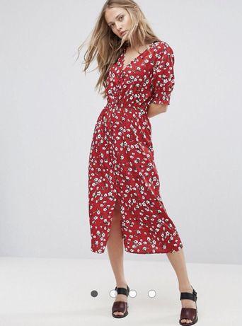 Красное платье миди в цветочек