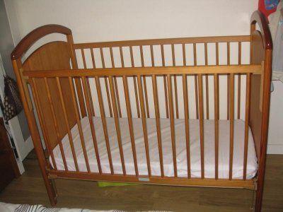 Cama de Grades para Bebé com colchão da Zippy de 2013