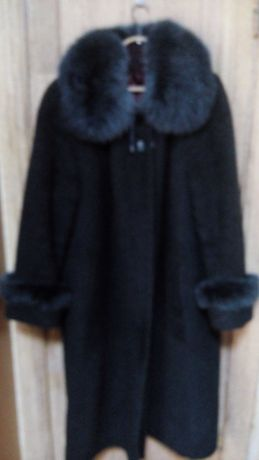 Продам зимнее пальто с шапкой