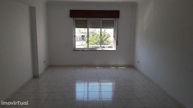 Apartamento T3 em Santa Marta Pinhal - Corroios