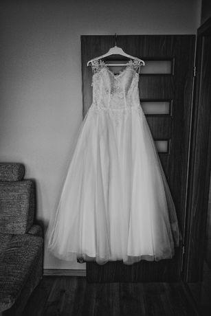 """Suknia ślubna, biała z koronką Cosmobella, salon """"Alicja"""""""