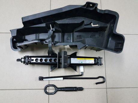 Audi Q3 Q5 Q7 Q8 Вкладиш Домкрат Ключ балонний Буксировочний крюк