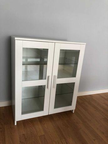 Aparador branco com portas de vidro